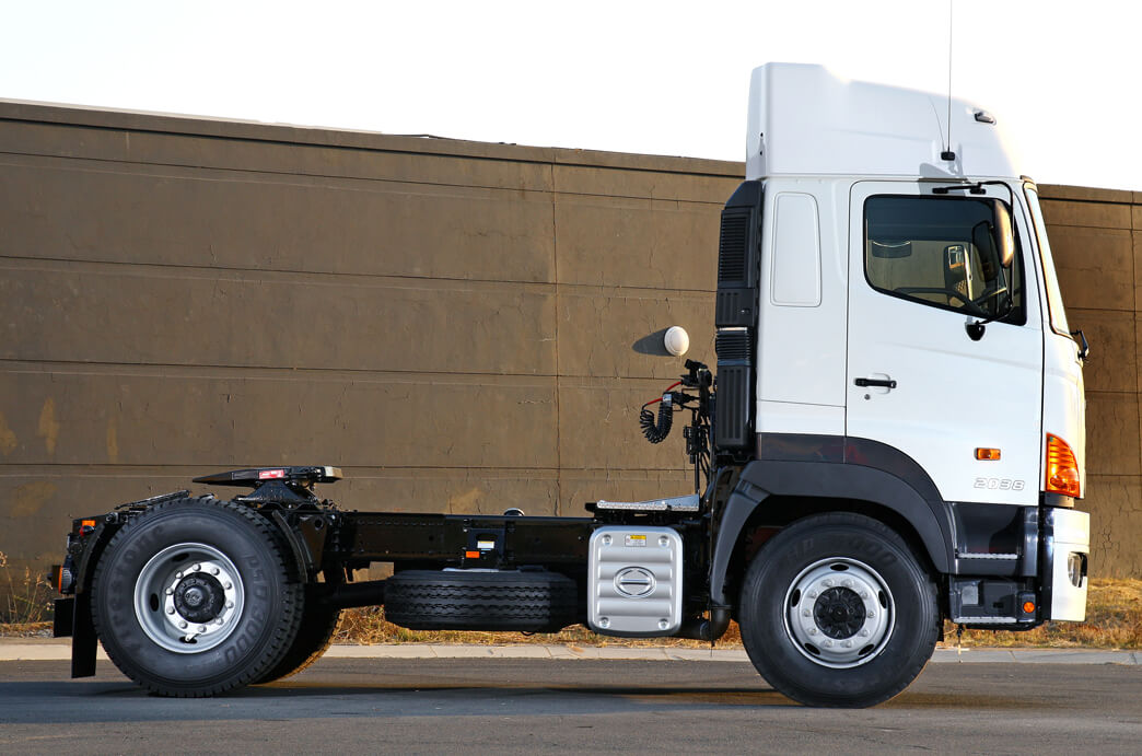 Hino Indongo Hino 700 Truck side view